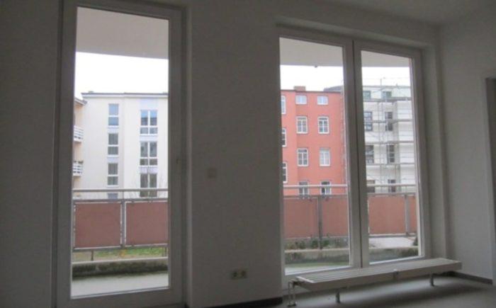 Büro mit Zugang zum Balkon