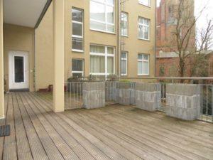 Wohnungseingang mit Terrasse